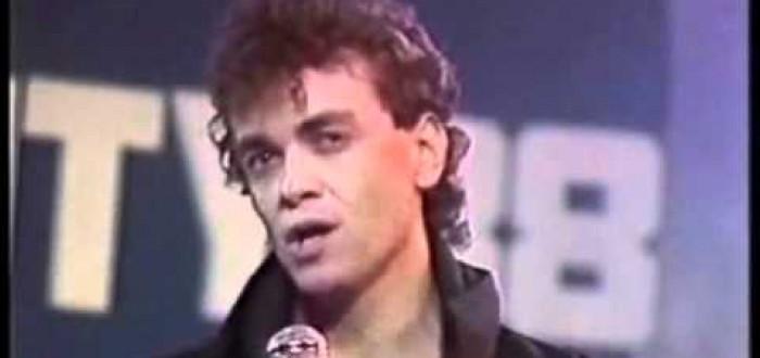 24 letá popová hvězda z roku 12 let